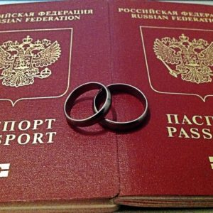 Можно ли не менять загранпаспорт после замужества