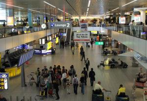 Как лучше всего можно добраться из аэропорта Схипхола до центра Амстердама