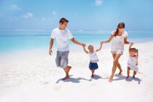 Куда лучше поехать отдыхать в июне с семьей или компанией