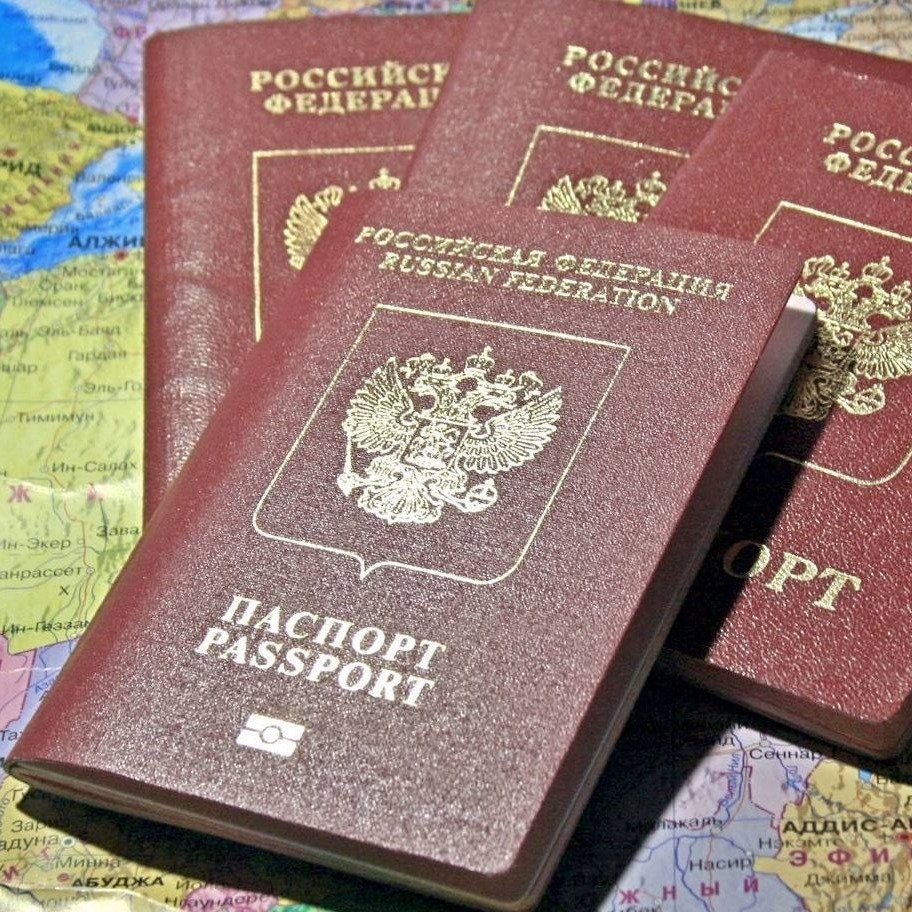 Какой загранпаспорт лучше оформить: старого или нового образца